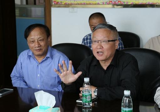 海欣集团总裁陈谋亮到东信药业参观考察